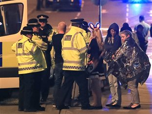 Survivors of the Manchester attack talking with police afterward